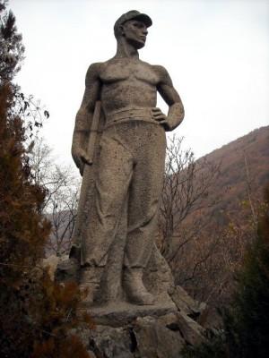 Паметника на Трудовака на Самоковско шосе