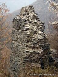 Руини на бойна кула от крепостта Урвич